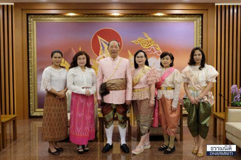 ธรรมนิติ ร่วมอนุรักษ์ความเป็นไทย ชวนกันแต่งชุดไทยมาทำงาน