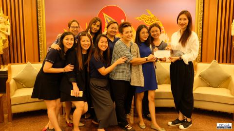 มอบเงินรางวัลให้กับทีมที่ชนะการประกวด นาย/นางนพมาศ ประจำปี 2562