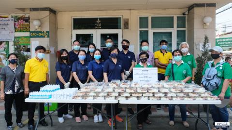 มูลนิธิธรรมนิติ ส่งมอบอาหารกลางวัน (ครั้งที่ 5) จำนวน 200 กล่อง ให้แก่ชุมชนปานทิพย์ 1