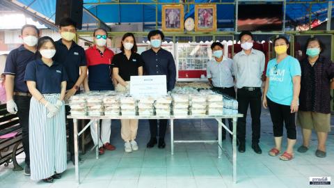 มูลนิธิธรรมนิติ ร่วมกับ  บมจ. ยูเนี่ยน ปิโตรเคมีคอล และ บจ. Solar Park มอบอาหารกลางวัน (ครั้งที่ 4) จำนวน 200 ชุด ให้แก่ชุมชนสุดซอยสมถวิล