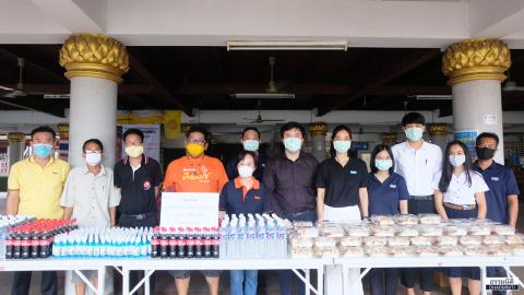มูลนิธิธรรมนิติ ร่วมกับ บมจ. ยูเนี่ยน ปิโตรเคมีคอล ส่งมอบอาหารกลางวัน (ครั้งที่ 10) ให้แก่ชุมชนวัดเลียบ