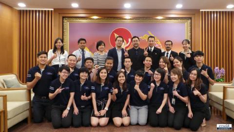 """Dharmniti Young Executive รุ่นที่ 1 พร้อมผู้บริหารและพนักงาน เข้าฟังบรรยายเรื่อง """"Banding"""" โดย คุณประสงค์ รุ่งสมัยทอง ที่ปรึกษาประธานกรรมการบริหารด้านความรู้สึก บมจ. ธนาคารกสิกรไทย"""